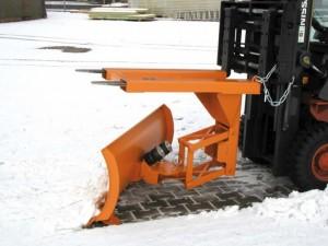 Stapler-Schneepflug mit automatischem Niveauausgleich